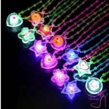 15014985301_Affordable_Stylish_New_Kids_Light_Up_Necklace_Kids_Play_Toy.jpg