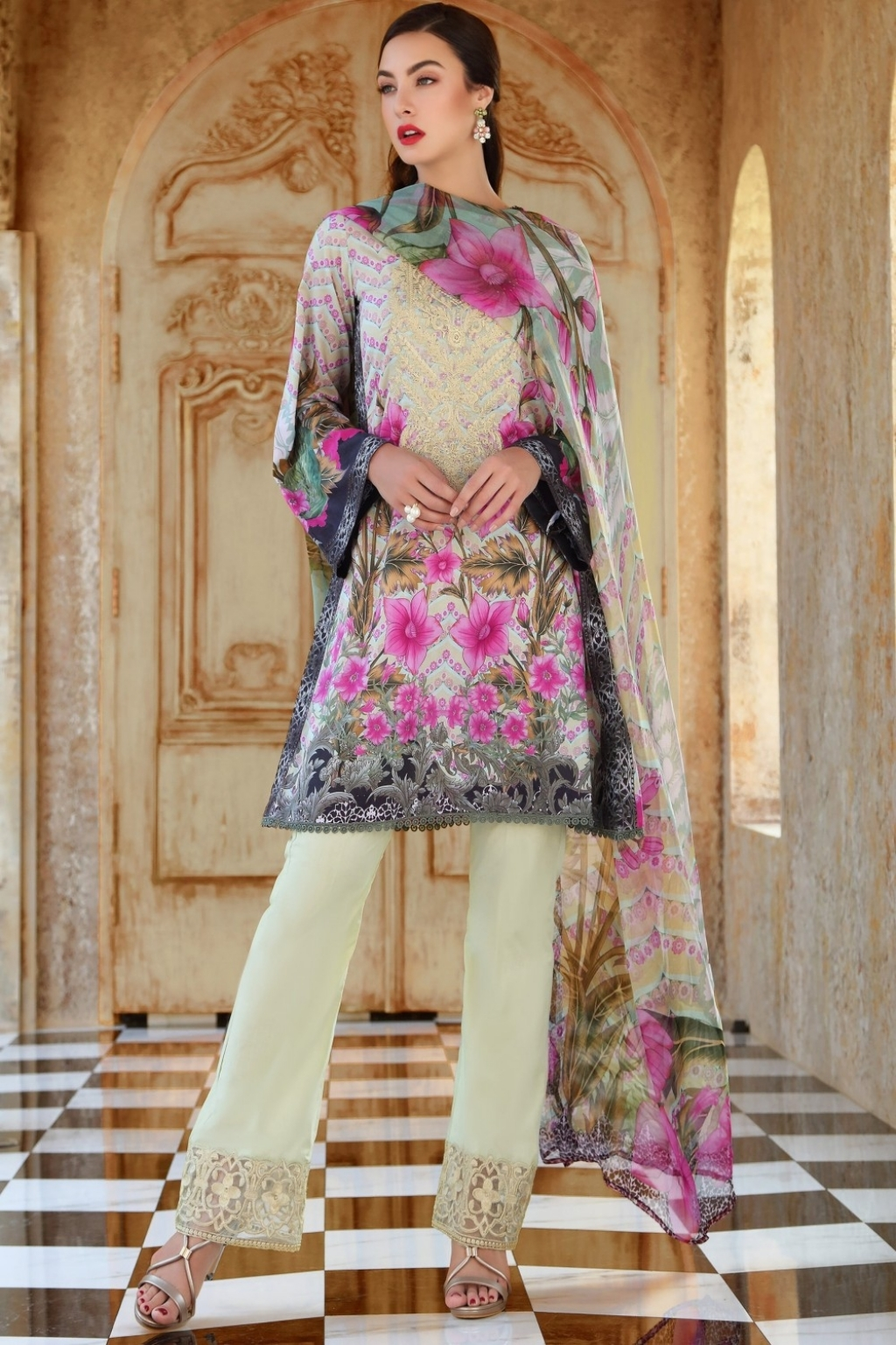15418425380_4-a1-2018_lawn_suits_online_shopping_in_pakistan_by_gohar_textile.jpg