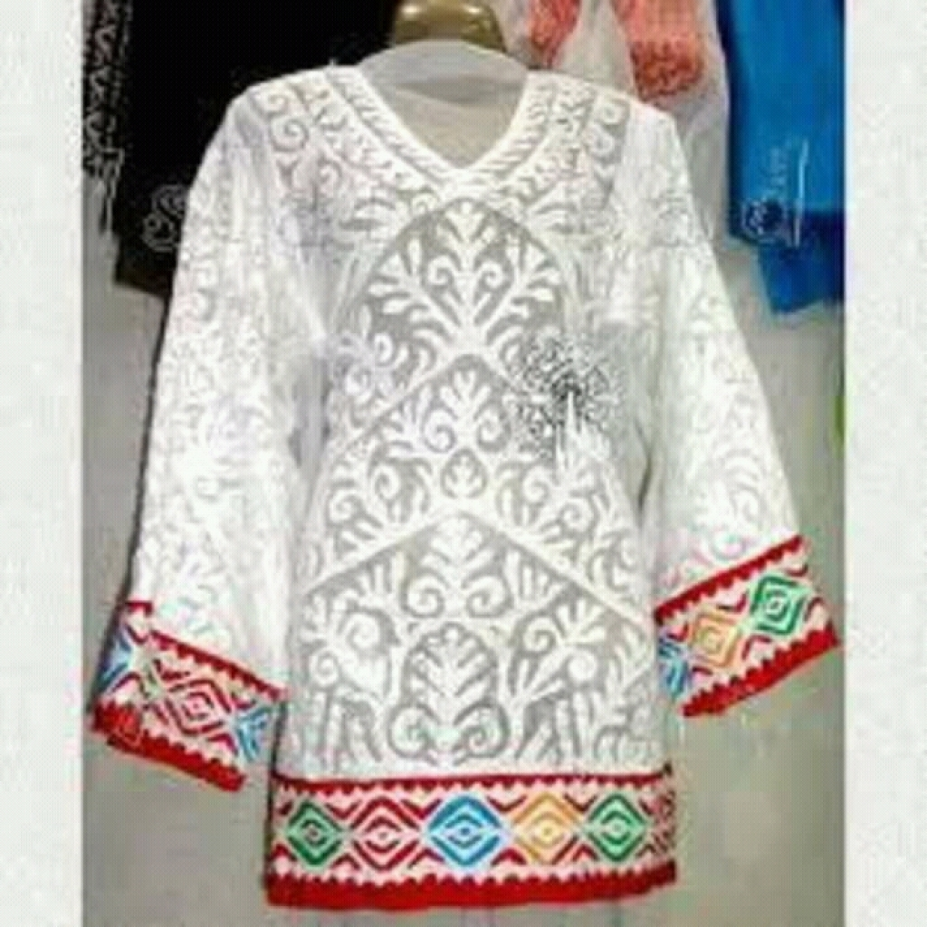 Buy White Girl Embroidery Short Kurta By Mehak Applique Work In