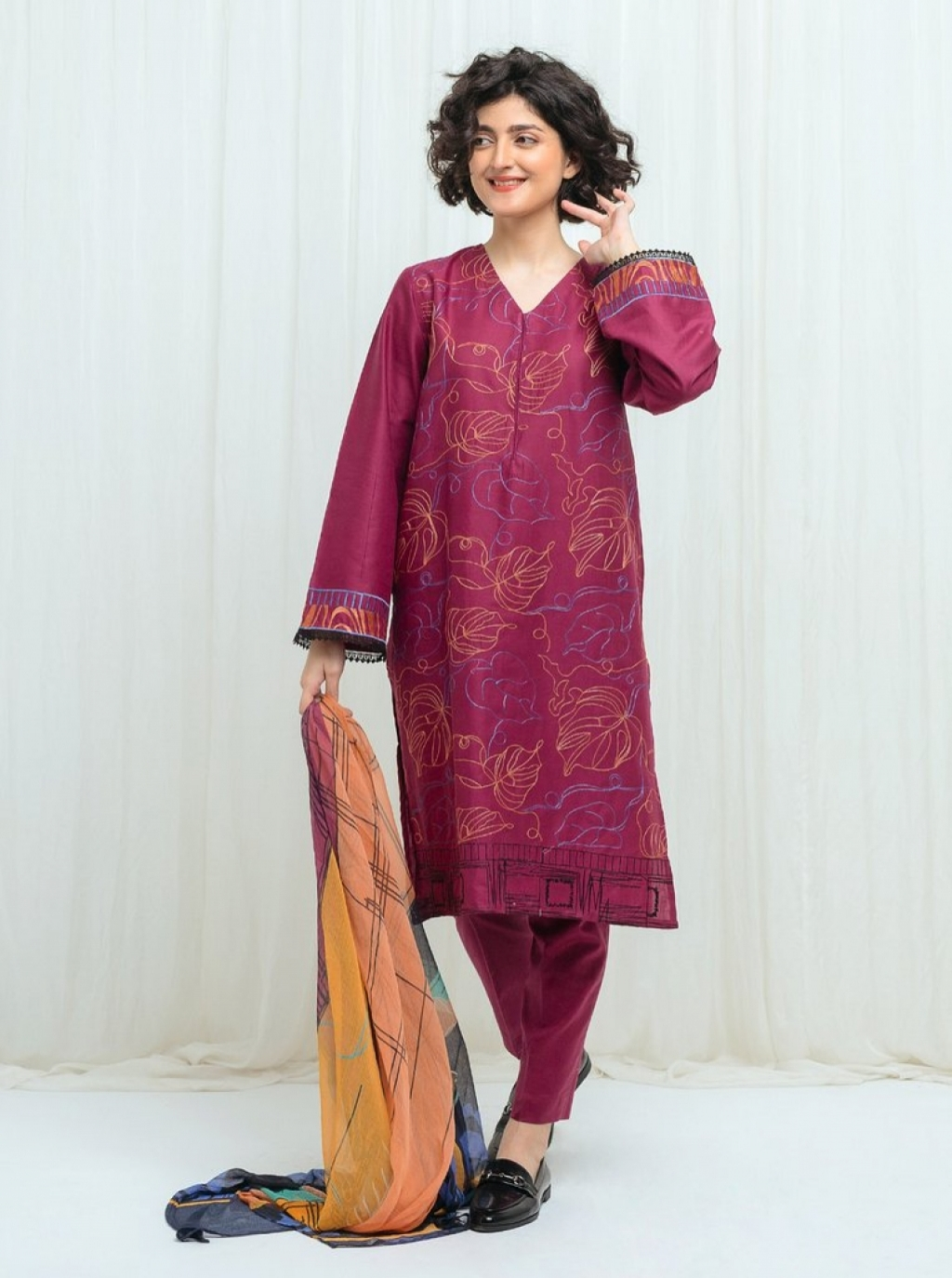 16220318200_beechtree-embroidered-lawn-08.jpg