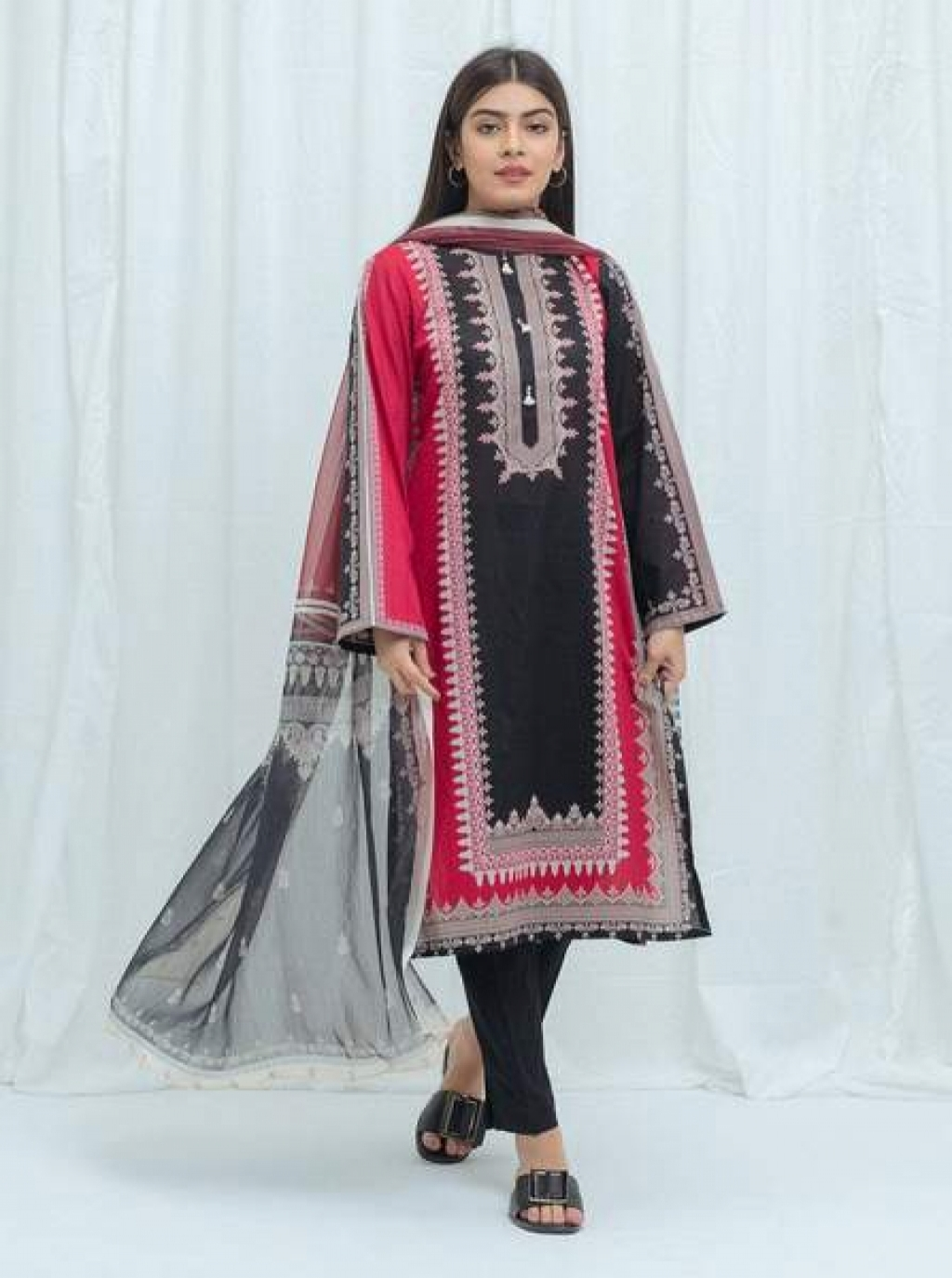 16220327070_beechtree-embroidered-lawn-04.jpg