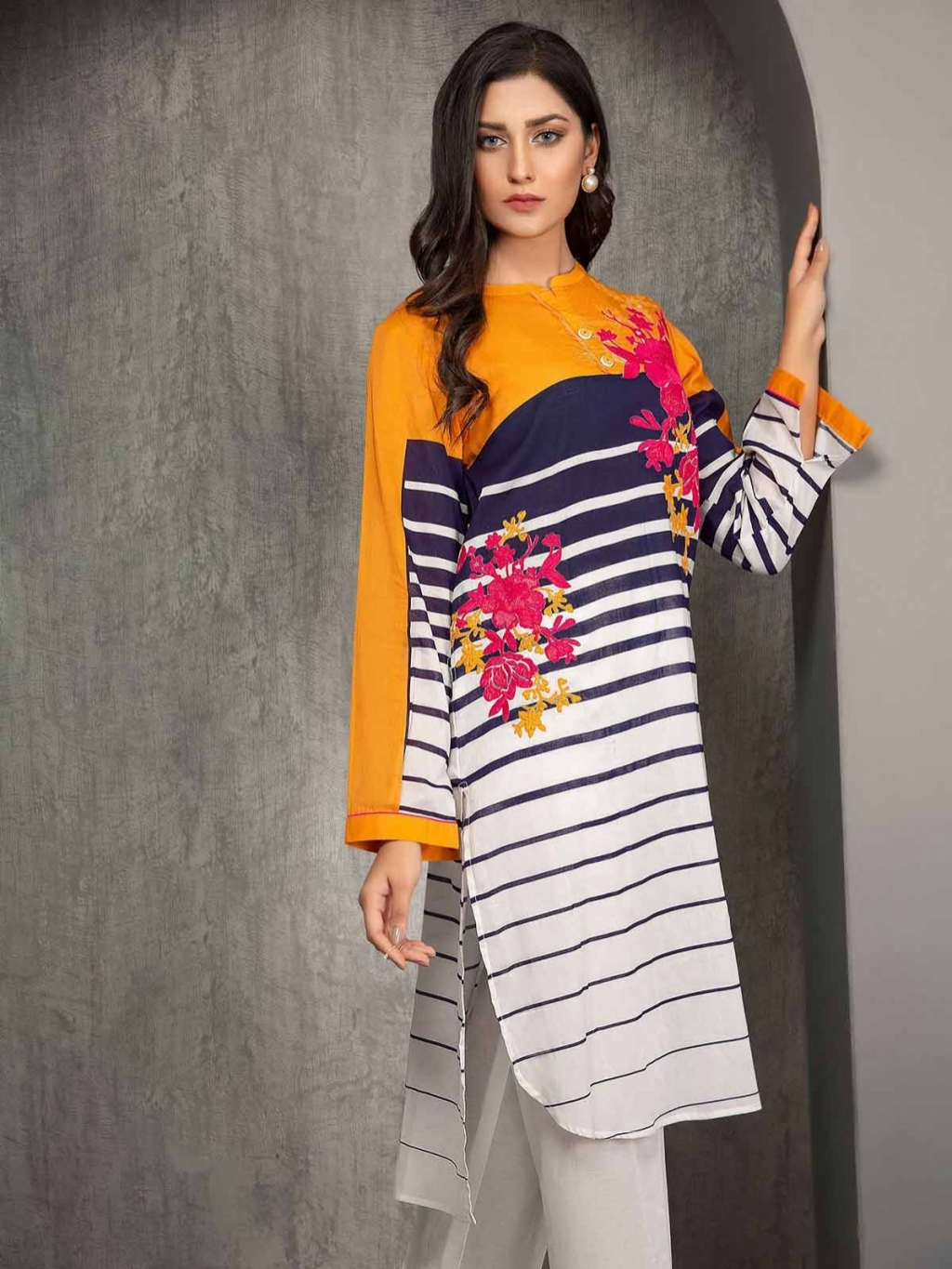 16226205540_Limelight-embroidered-lawn-01.jpg