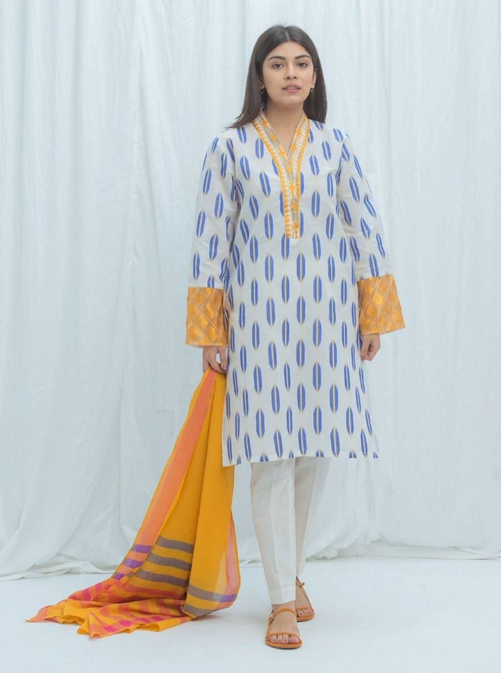 16250555070_beechtree-embroidered-summer-sale-lawn-60.jpg