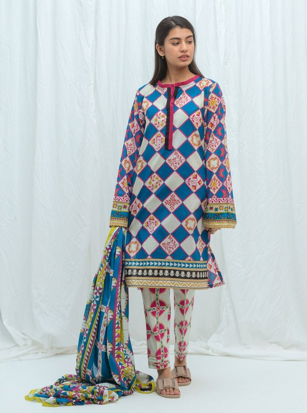 16250727860_beechtree-embroidered-summer-sale-lawn-115.jpg